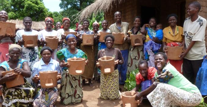 Mg'anja stove Group, Kachindamoto, with the stoves which they are producing for their own use and to sell