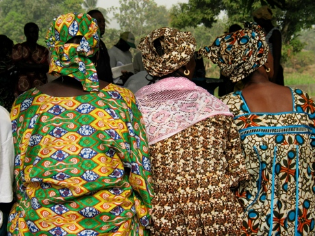 Three women from Sierra Leone dressed in colourful clothes. Photo: 2004